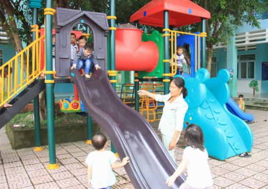 Cầu trượt trẻ em bằng composite 02