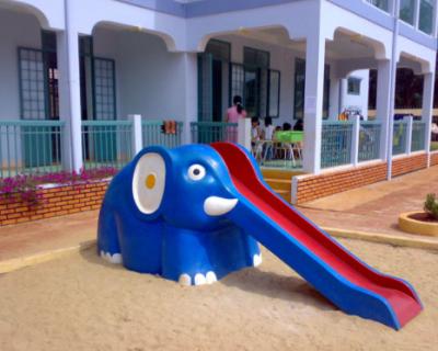 Cầu trượt trẻ em bằng composite 01